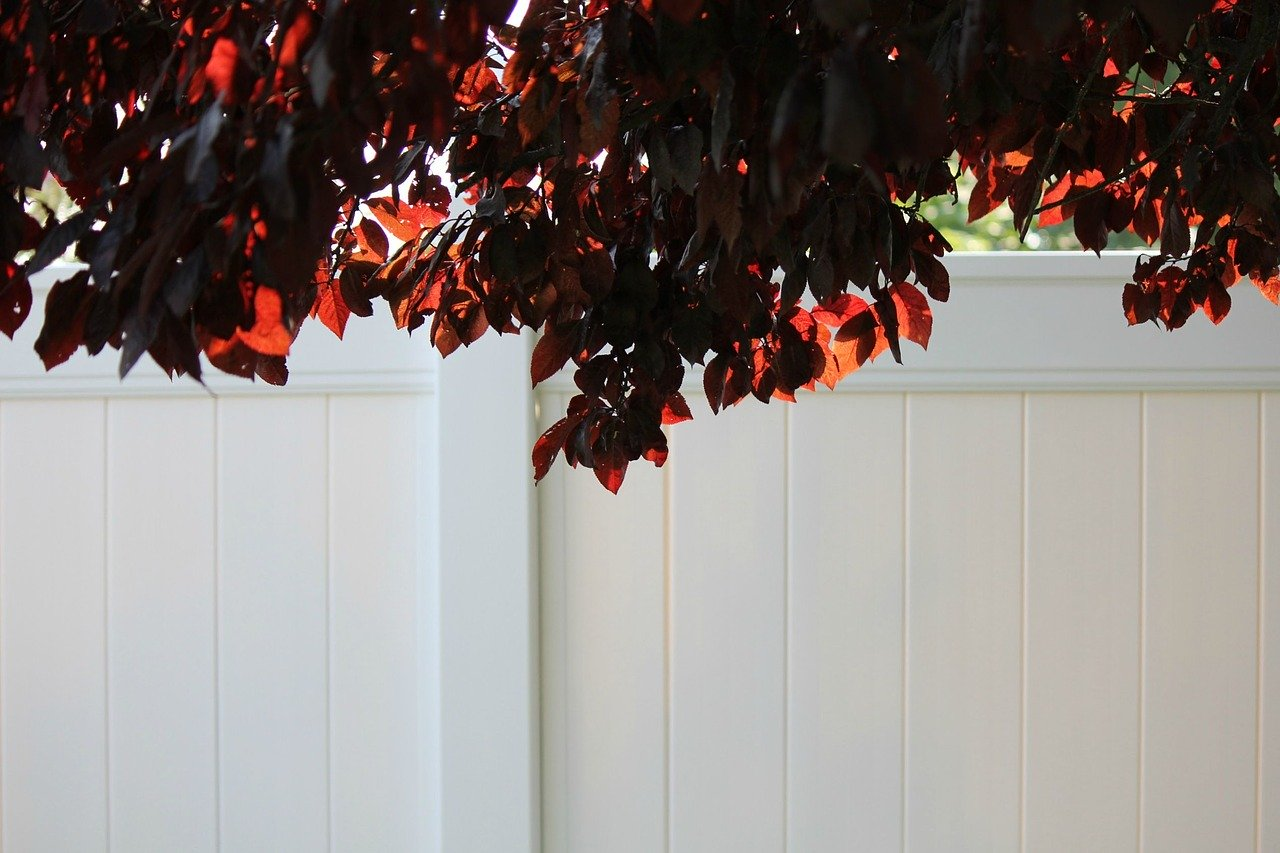 White vinyl fence installed in Hurricane Utah by Robinson Fencing